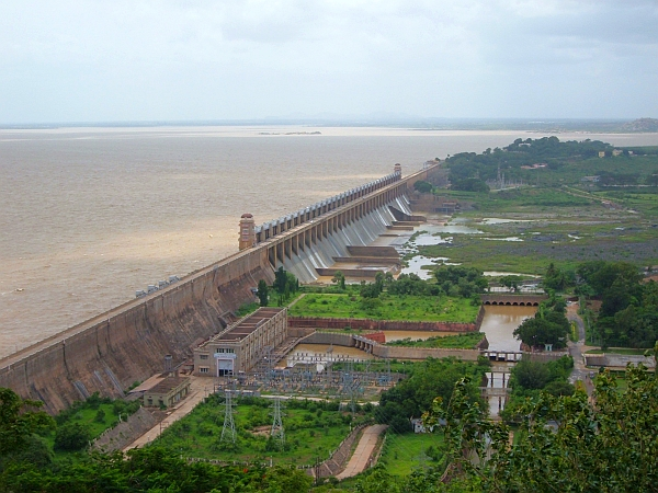 Panoramic-view-of-dam-in-Africa-IWMI